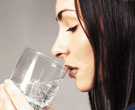 Beber água durante jejum para exame de sangue