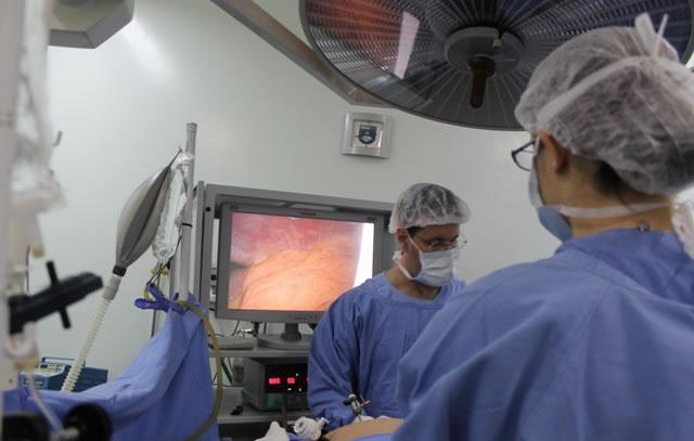A ferir e o a cirurgia ajuda que após inchar
